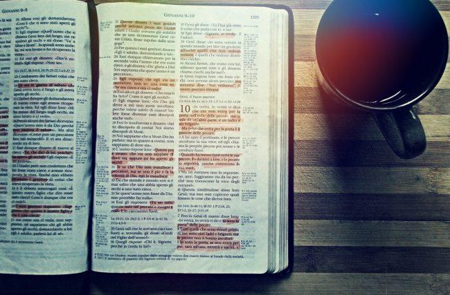 Como a Economia e as Leis influem na interpretação das passagens bíblicas