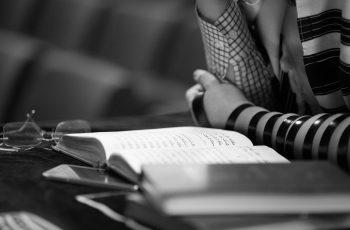 Quantas esposas teve Esaú, e quem foram elas?